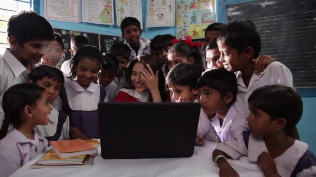 teacher teaching her school students on a laptop  - teacher stock videos and b-roll footage