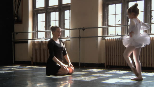 WS SLO MO Teacher teaching her student (4-5) in ballet studio / Chicago, Illinois, USA