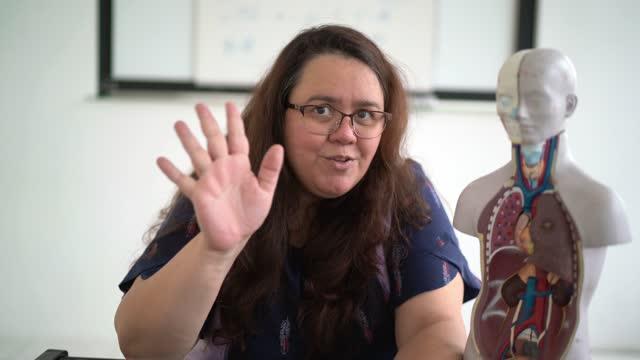 teacher teaching human anatony on virtual class - webcam point of view - avoidance stock videos & royalty-free footage