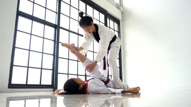 teacher teaching taekwondo girl - taekwondo stock videos & royalty-free footage