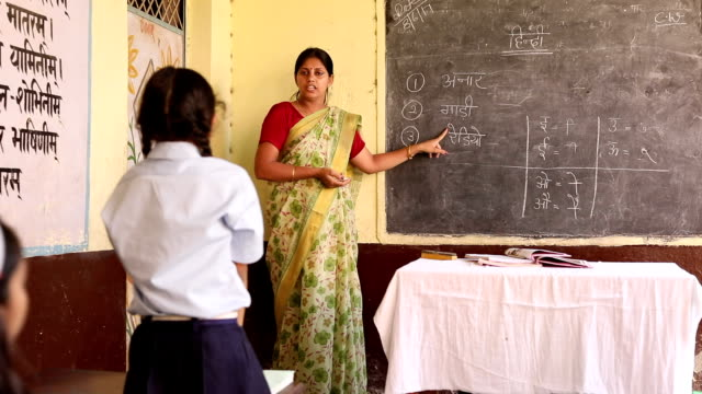 stockvideo's en b-roll-footage met teacher teaching to school students in classroom, haryana, india - oplossen