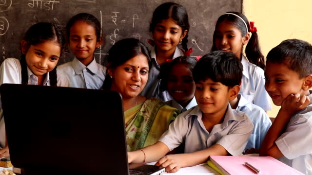 vidéos et rushes de teacher teaching to school students in classroom, haryana, india - inde
