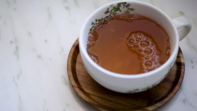 Teacup that empties