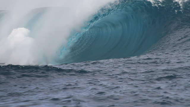 teahupoo empty wave - insel tahiti stock-videos und b-roll-filmmaterial