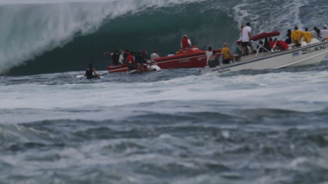teahupoo empty waves - tahiti stock videos & royalty-free footage
