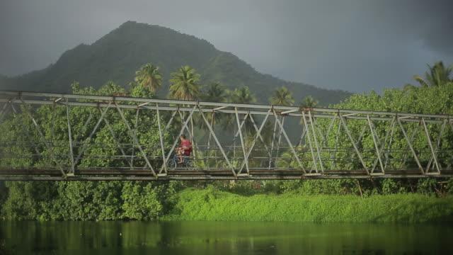 vídeos de stock, filmes e b-roll de teahupoo, tahiti - taiti