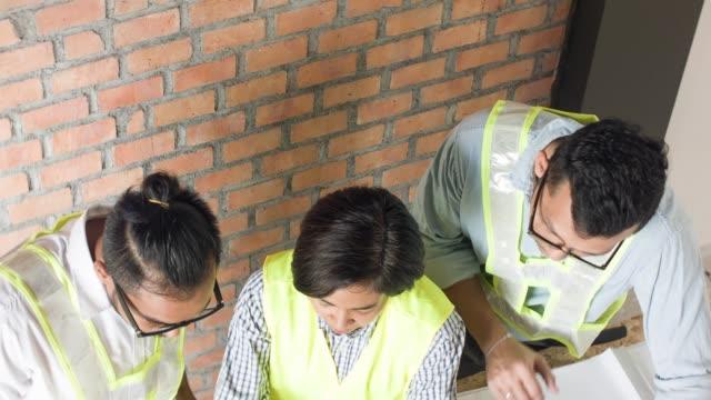 Discussion d'équipe ingénieur