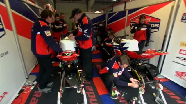 team honda at the bol d?or - 24 hours endurance motorcycle race at the circuit de nevers magny-cours team honda at the bol d?or - 24 hours endurance... - ヌヴェール点の映像素材/bロール