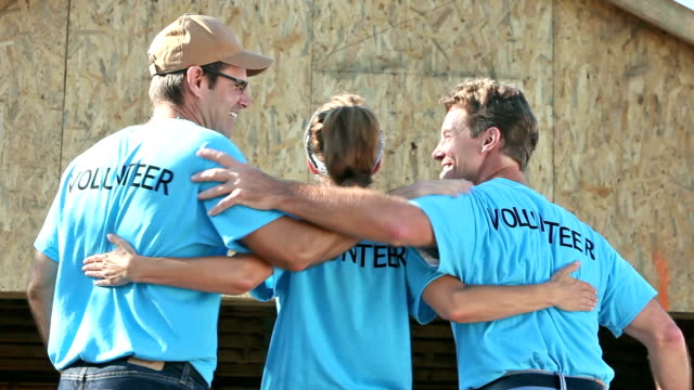 Team von Freiwilligen zu Haus im Bau