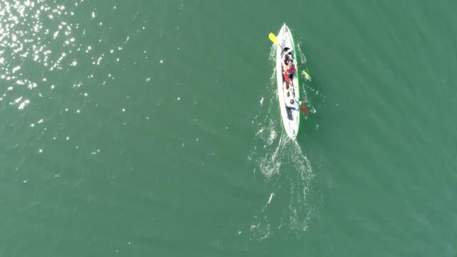 vidéos et rushes de travail d'équipe kayak - kayak sport