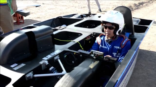 teams from five countries take part in the 1,200-kilometre atacama solar challenge a race using solar powered cars in chiles atacama desert 2,000... - kilometre stock videos & royalty-free footage