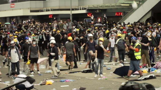 tear gas fired at protesters in hong kong over extradition bill and protesters suffering from the side effects of it - 香港点の映像素材/bロール