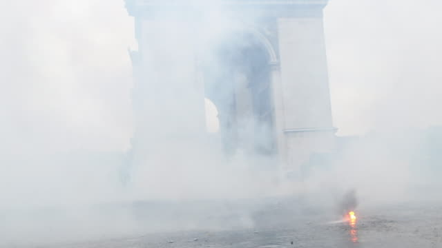 Tear gas in front of the triumphal arch
