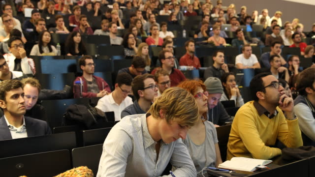 vídeos de stock, filmes e b-roll de technical university munich -lecture hall - aprendendo