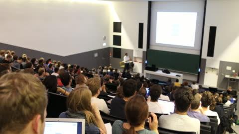 vídeos de stock e filmes b-roll de technical university munich -lecture hall - faculdade