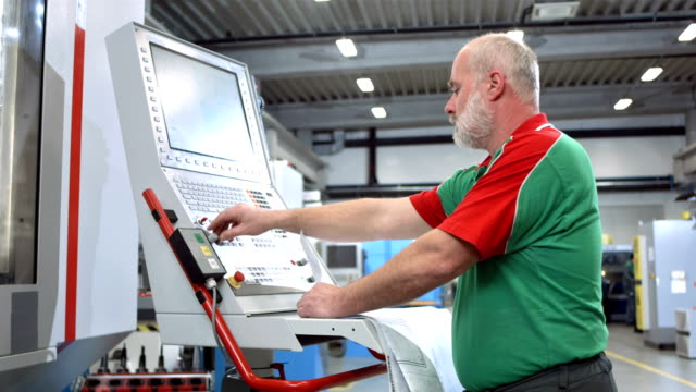 DS Technician Programming A CNC Machine