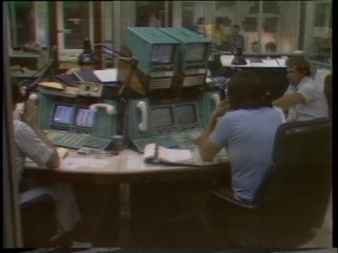 technicians at mission control at the jet propulsion laboratory in pasadena monitor viking i's progress as it prepares to land on mars. - 1976 stock videos & royalty-free footage