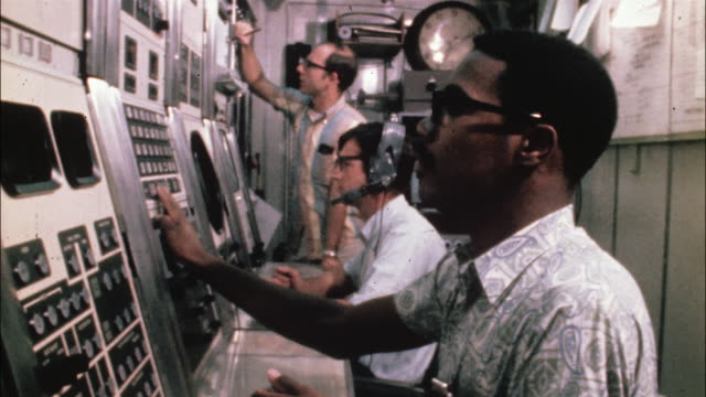 stockvideo's en b-roll-footage met technicians push buttons on a control panel at a test range. - regelkamer