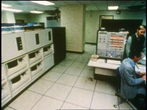 vídeos y material grabado en eventos de stock de technicians work on different machines in a computer room. - laboratorio de ordenadores
