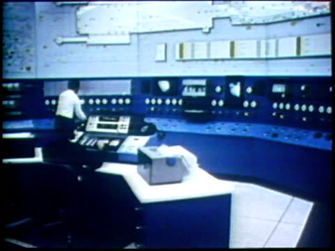 vídeos de stock, filmes e b-roll de 1973 montage ws ms technicians working in control room - 1973