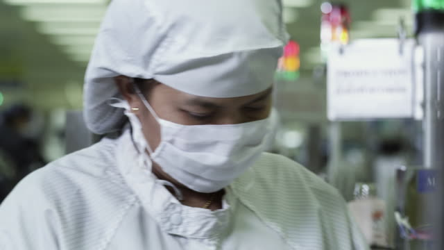 CU PAN R/F Technicians working on manufacturing Semiconductors / Bang Pa-In, Ayutthaya, Thailand