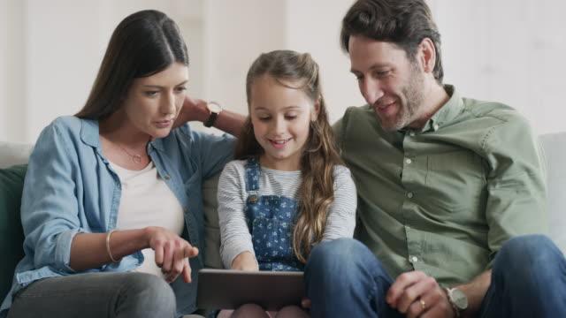 vídeos de stock e filmes b-roll de technology can be a fun tool for kids to engage with - curiosidade