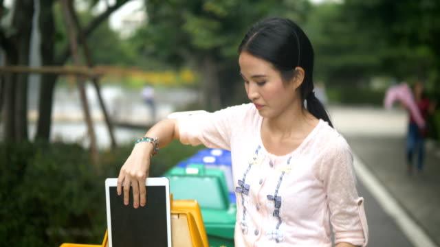 vídeos y material grabado en eventos de stock de tecnología basura - contenedor para la basura