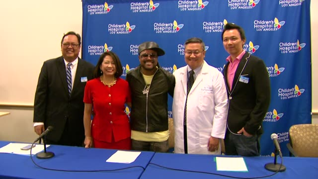 stockvideo's en b-roll-footage met ted benito sonia delen apldeap dr thomas lee bobby fan at the apldeap foundation international announces partnership with the vision center at... - apl.de.ap