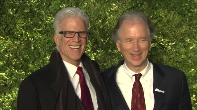 vídeos de stock, filmes e b-roll de ted danson and guest at the green auction bid to save the earth and runway to green fashion show at new york ny - ted danson