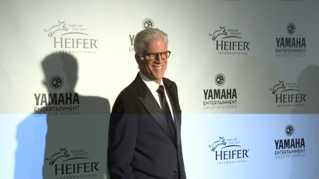 vídeos de stock e filmes b-roll de ted danson at heifer international's beyond hunger a place at the table on 9/21/12 in los angeles ca - ted danson
