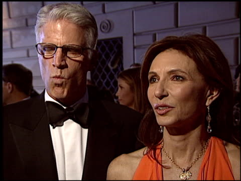 vídeos de stock, filmes e b-roll de ted danson at the 2004 people's choice awards at the pasadena civic auditorium in pasadena california on january 11 2004 - ted danson