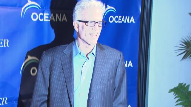 ted danson at the oceana annual partners award gala 2009 at los angeles ca. - テッド・ダンソン点の映像素材/bロール