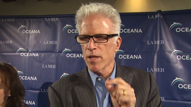 vídeos de stock e filmes b-roll de ted danson on being a founder of oceana protecting the ocean at the oceana annual partners award gala 2009 at los angeles ca - ted danson