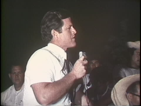 ted kennedy compliments cesar chavez during a speech at a united farm workers rally in 1969. - メキシコ系アメリカ人点の映像素材/bロール