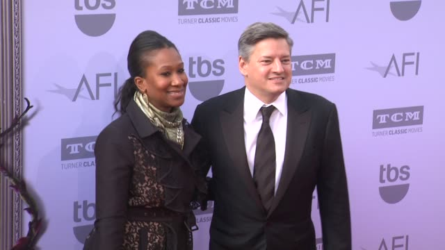 vídeos de stock, filmes e b-roll de ted sarandos and nicole avant at the american film institute's 43rd life achievement award gala tribute to steve martin at dolby theatre on june 04... - american film institute