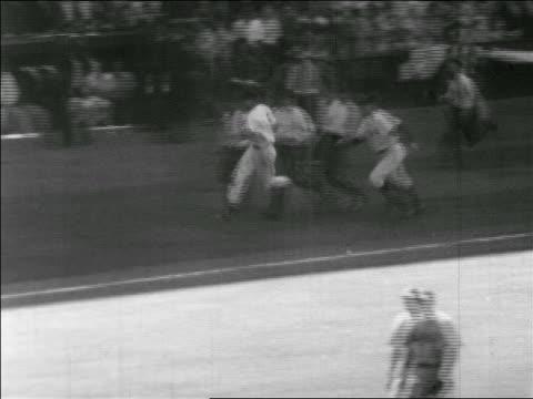 ted williams running bases after hitting homerun in allstar game / briggs stadium detroit - baseballmannschaft stock-videos und b-roll-filmmaterial