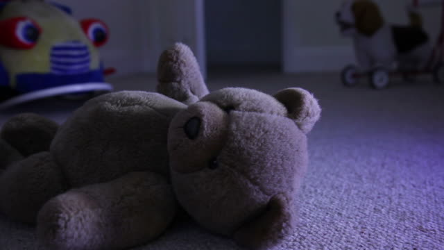stockvideo's en b-roll-footage met teddy at night. - kindermishandeling