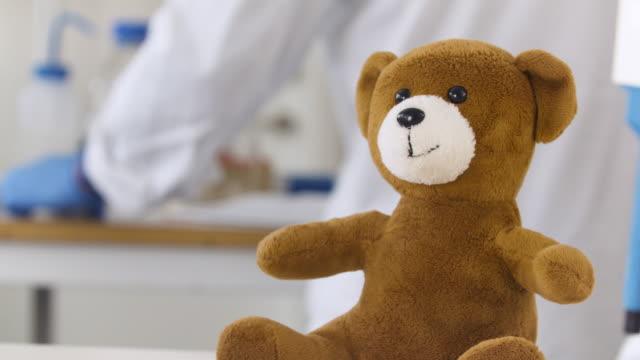 teddy bear injected with a shot close up - ぬいぐるみ点の映像素材/bロール