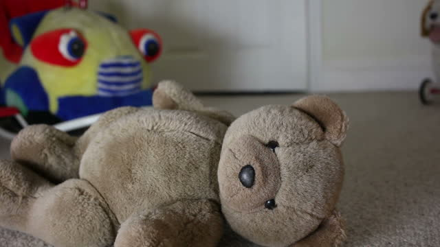teddy bear, man leaving room. - kindesmissbrauch stock-videos und b-roll-filmmaterial