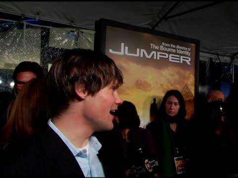 teddy dunn at the 'jumper' premiere at ziegfeld theatre in new york new york on february 11 2008 - ジャンパー点の映像素材/bロール