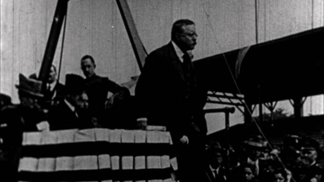 vidéos et rushes de teddy roosevelt having speech / usa - 1901