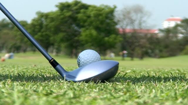 vidéos et rushes de t-shirt photo - tee de golf