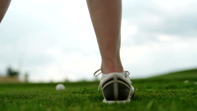 teeing the golf ball in slow motion - golf grass stock videos & royalty-free footage
