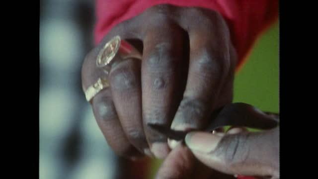 vídeos de stock e filmes b-roll de teen boy sets up dj decks in peckham; 1989 - cultura hip hop