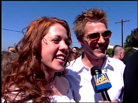stockvideo's en b-roll-footage met teen choice awards 2001 arrivals at the 2001 teen choice awards arrivals at universal amphitheatre in universal city, california on august 12, 2001. - teen choice awards