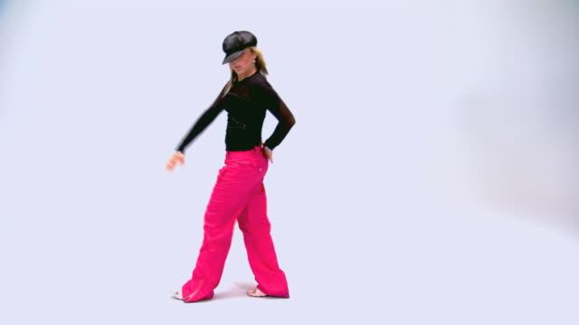 vídeos de stock, filmes e b-roll de teen dancing - rosa cor