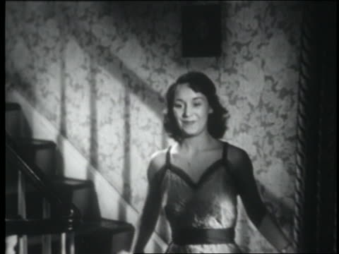 vídeos de stock, filmes e b-roll de b/w 1951 teen girl coming downstairs in dress - 1950