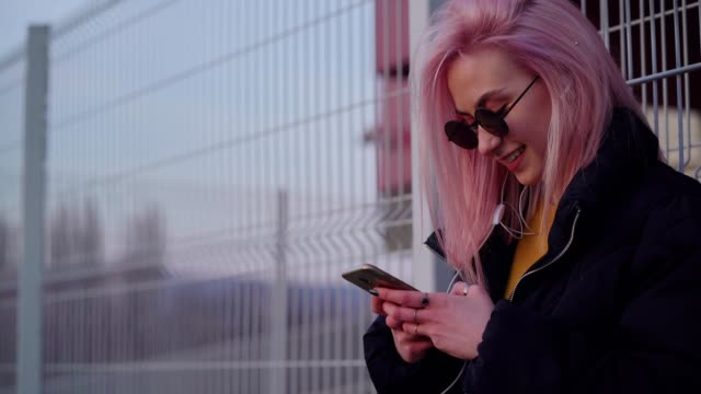 teen girl social networking outdoors - pink hair stock videos & royalty-free footage
