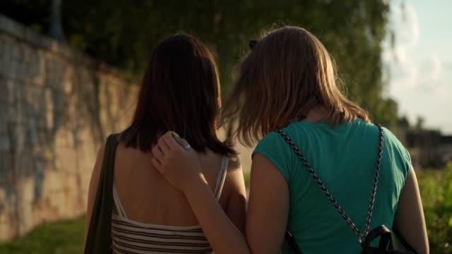 Garotas adolescentes saindo