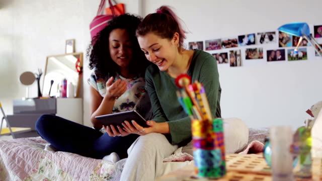 Teen tablet share